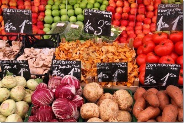 10725379-stand-de-legumes-a-un-marche-a-vienne-en-autriche-les-agriculteurs-du-marche