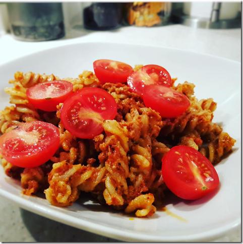 pasta au pesto rouge