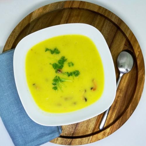 soupe safranée aux poireaux et aux moules